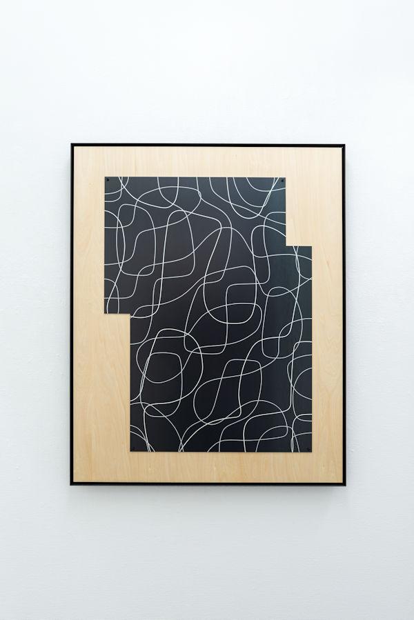 「3つの振動による絵画」鉄、アクリル H110×W80×D5cm 2019(撮影:多羅尾牧洋)